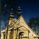 Zabytkowy kościół zimą